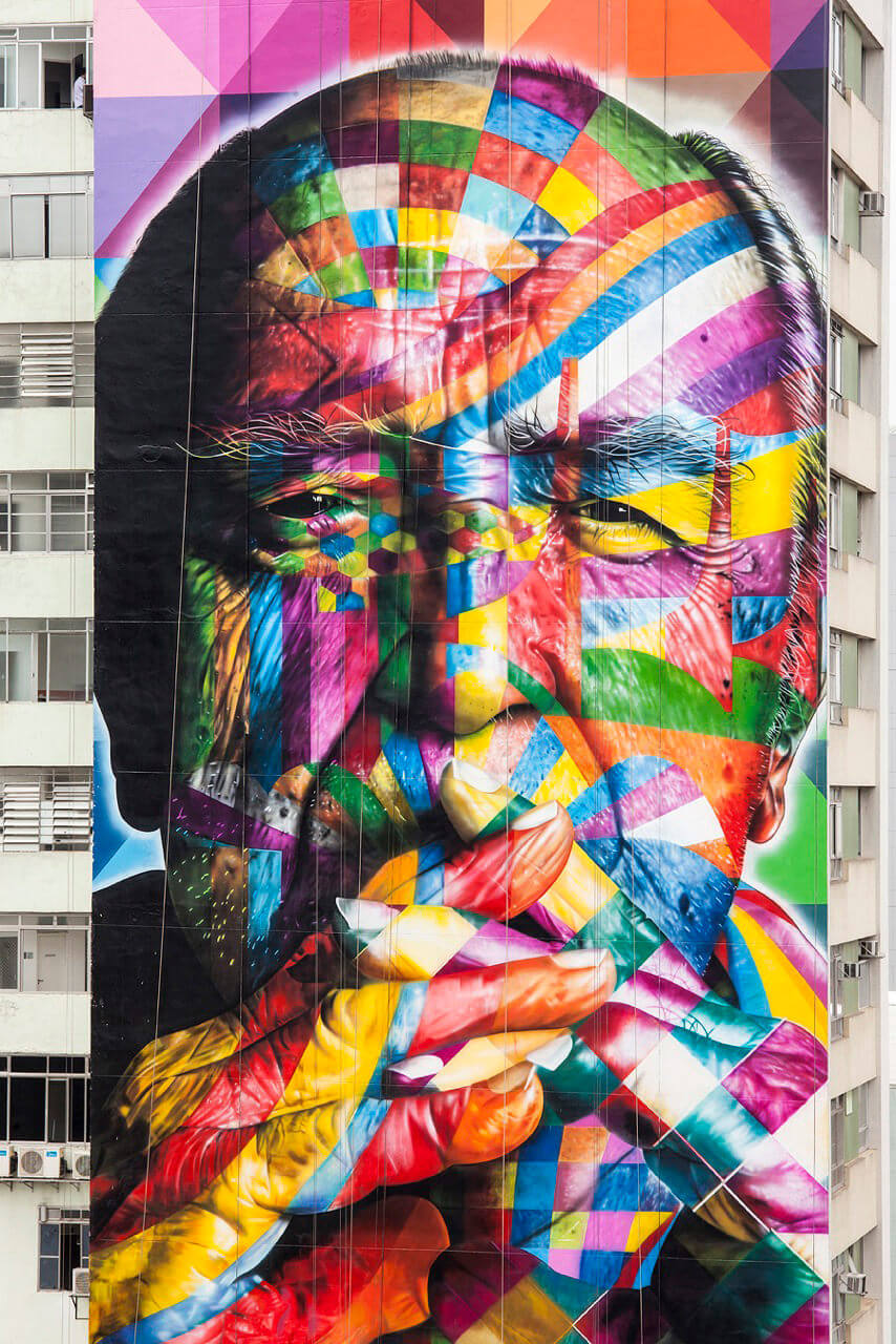 Fig. 2 – Wall of Eduardo Kobra on Paulista Avenue, from 2013, Architect Oscar Niemeyer portrait. At work you can see references to various works of Niemeyer, as Planalto Palace, Pampulha and the Oscar Niemeyer Museum. Photo of Alan Teixeira.