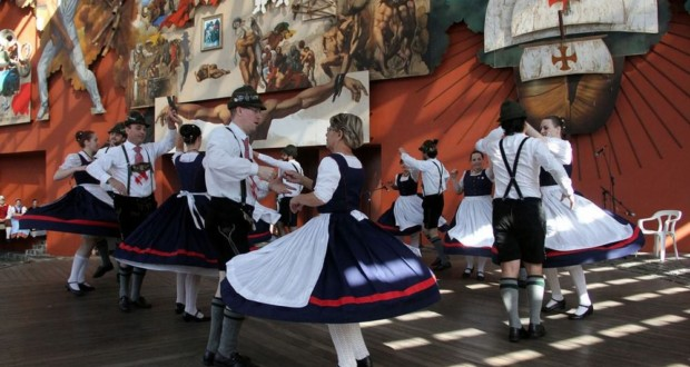 Original Einigkeit Tanzgruppe Germanic Folkloric Group, Thalia society. Photo: Disclosure.
