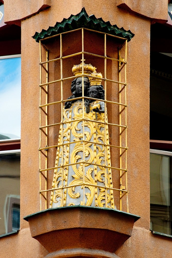 Fig. 2 – House at the Black Madonna, Museum of Decorative Arts, the Madonna at the corner of the building. Prague.eu: The Official Tourist Website for Prague. Photo: Ondrej Kocourek.