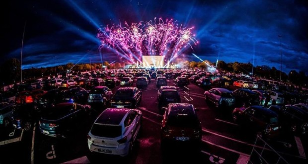 'LoveCine Drive-in', in the parking lot of Jeunesse Arena, in Barra da Tijuca. Photo: Disclosure.
