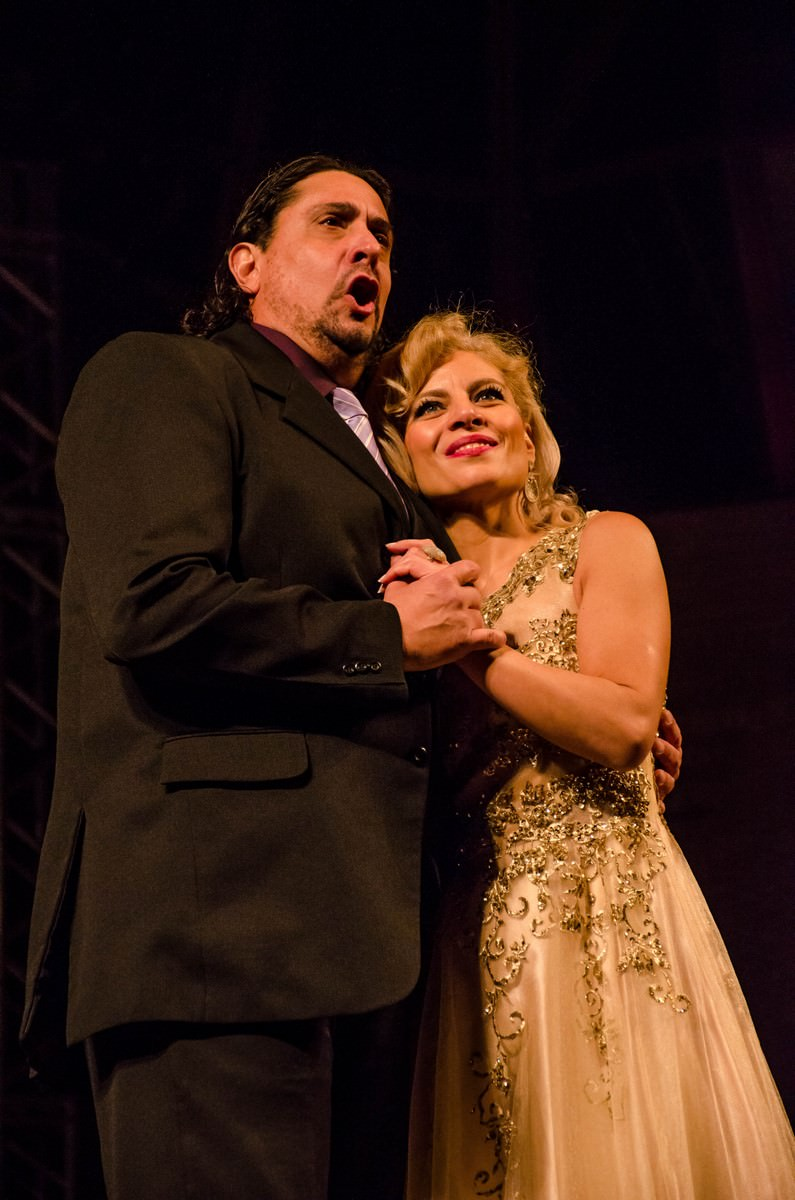 Marcello Vannucci, tenor, and Cláudia Neves, soprano. Photo: Tadeu Sales.